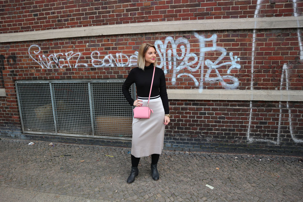 Ein Outfit mit schwarzen Kompressionsstrümpfen von Juzo