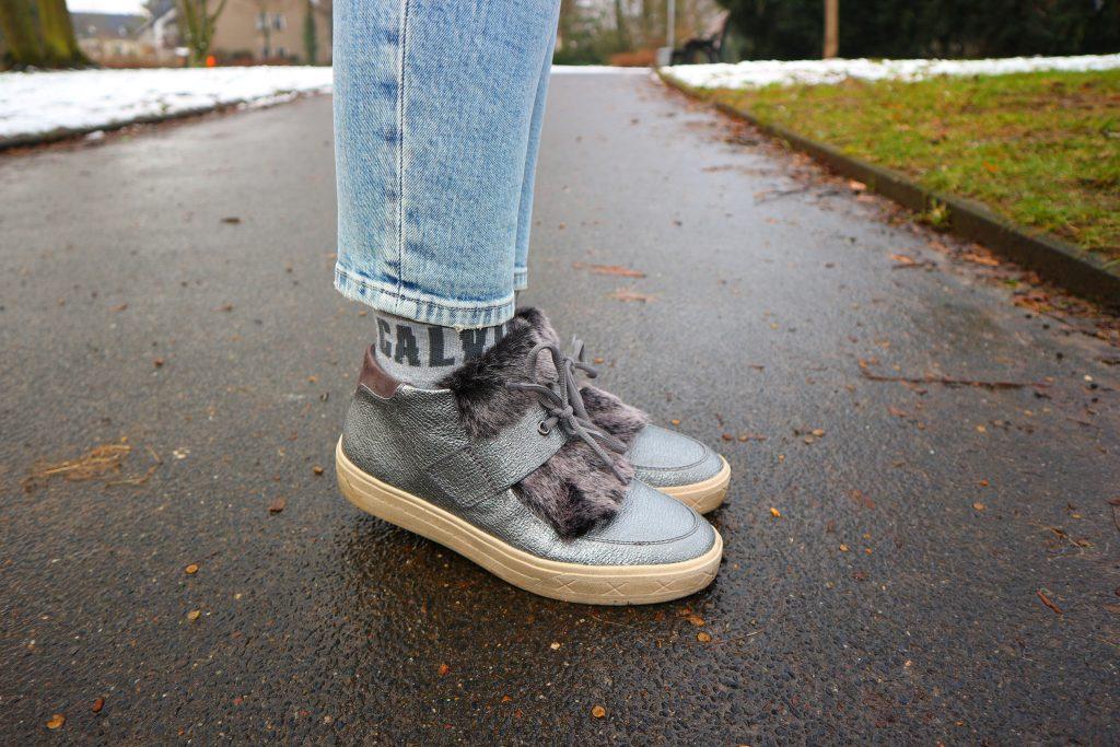 Sneaker mit Metallic-Optik