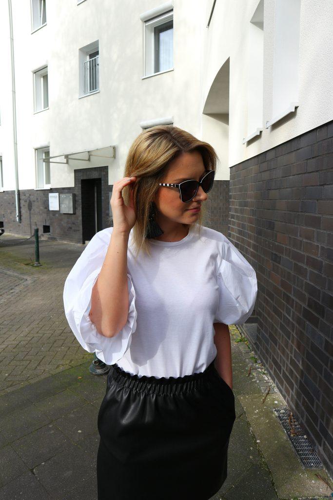 Eine schwarze Sonnenbrille wertet den Look immer auf!