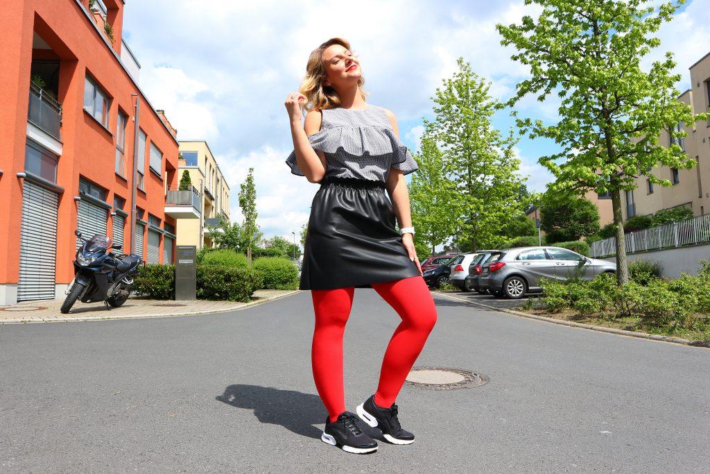 Ein Outfit mit Kompressionsstrümpfen von Juzo