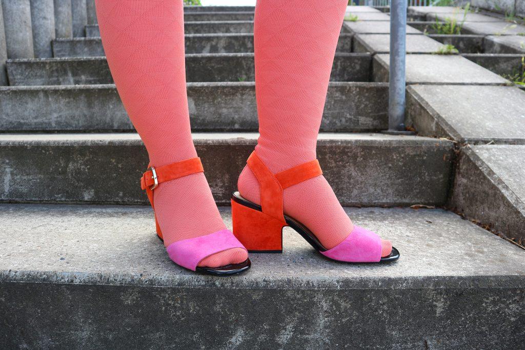 Kompressionsstrümpfe mit Sandalen