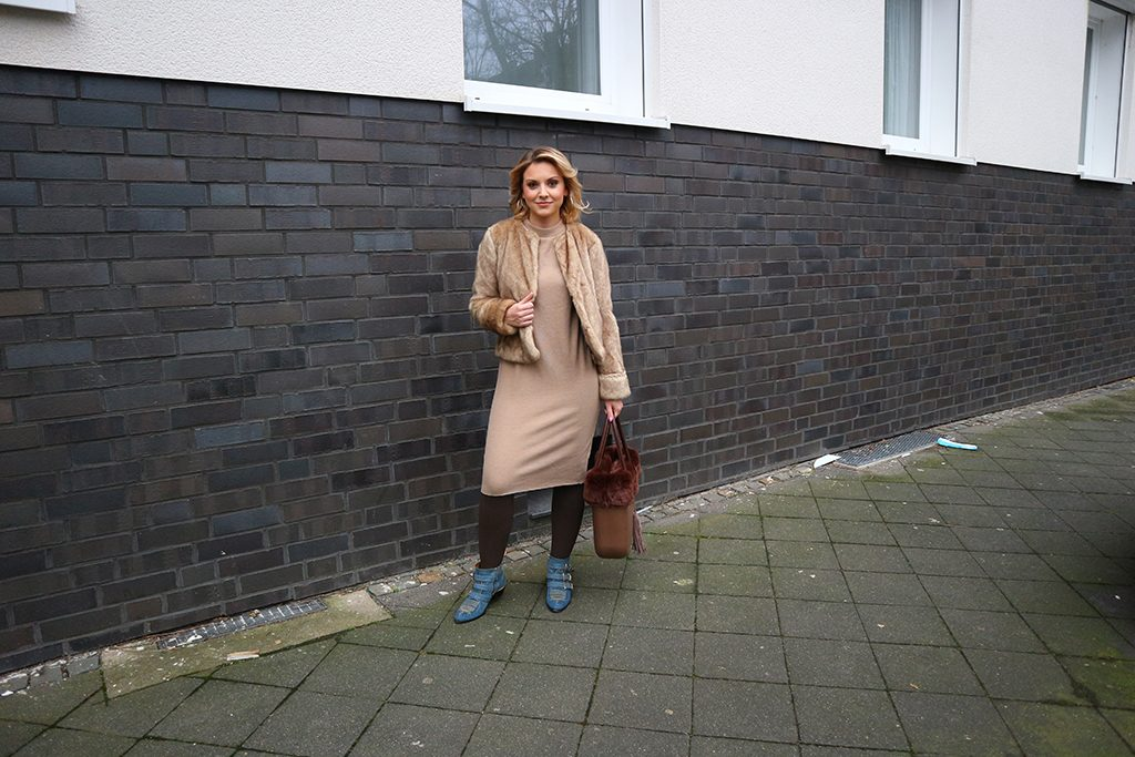 Ein Outfit in Beige